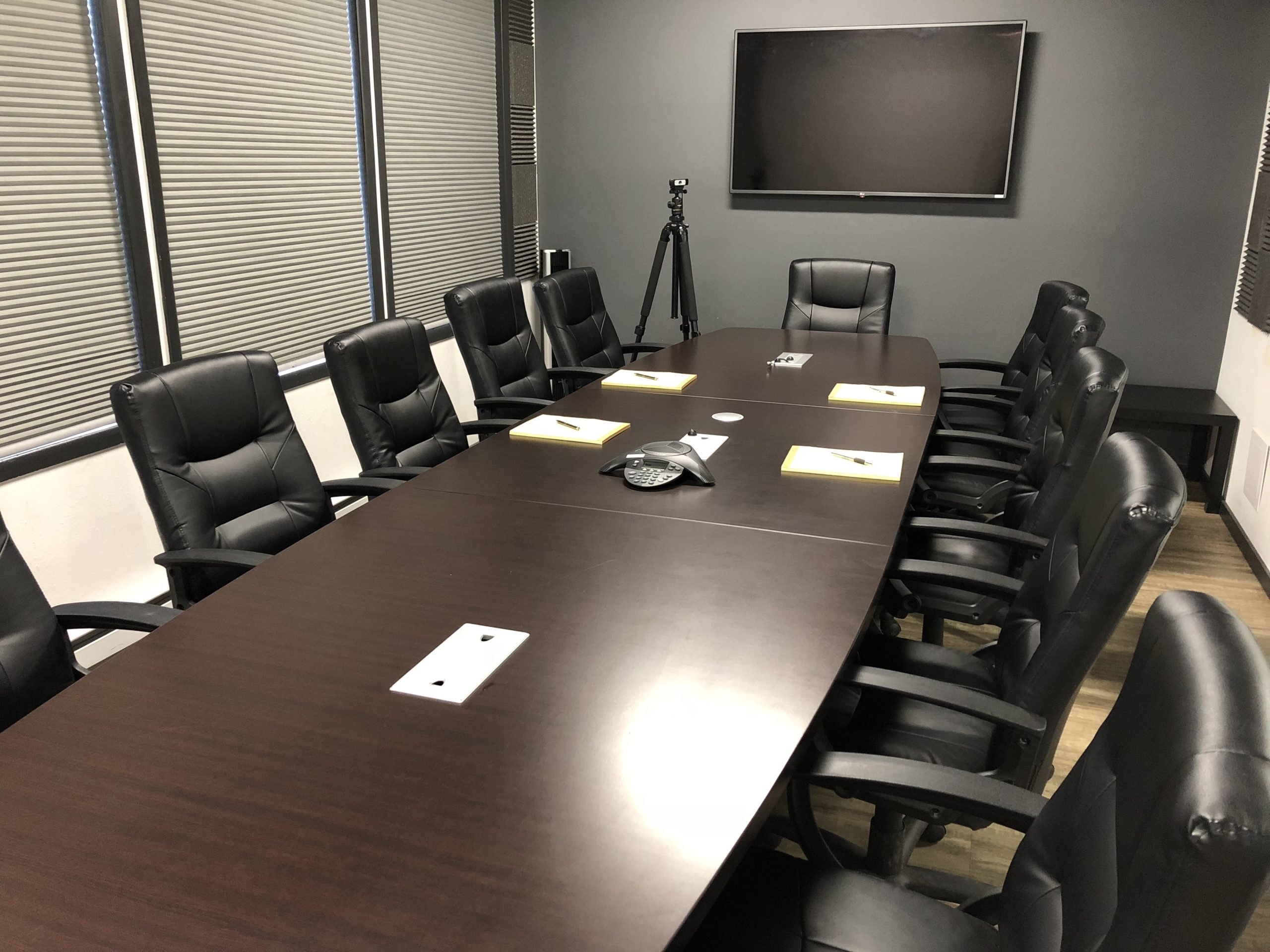 large-conference-room-vacant-photo
